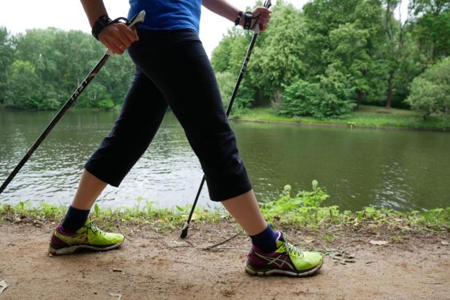 nordic walking knie durchgestreckt