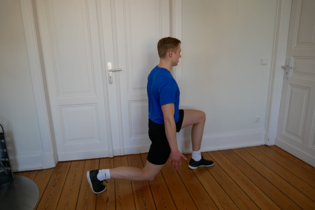 Ausfallschritt Fitnessübung ohne Geräte