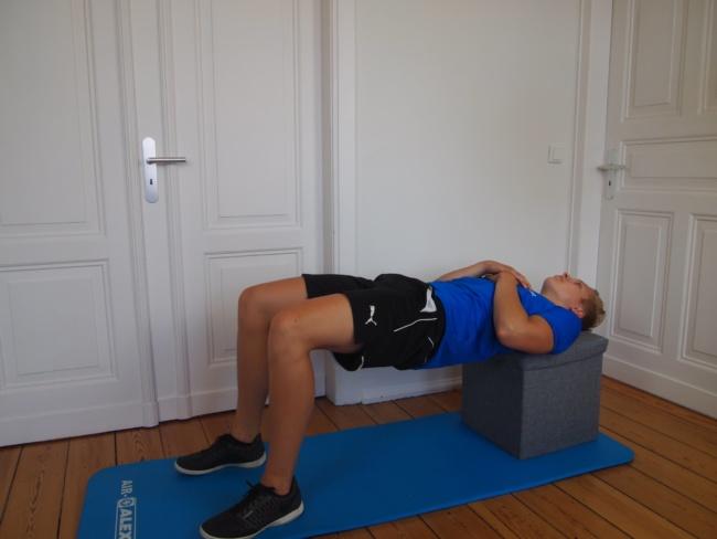 hip thrust schultern erhöht