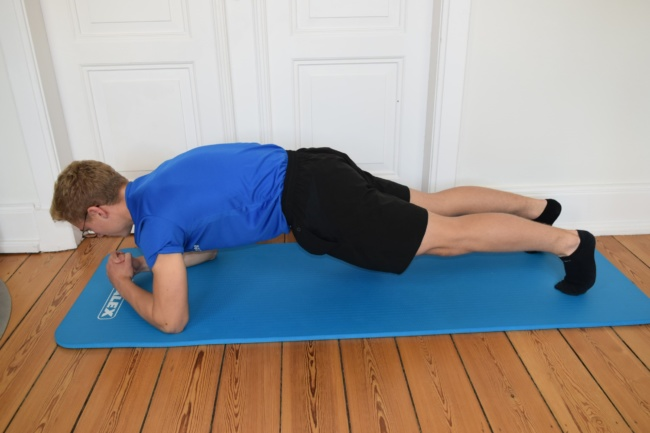 rückenübung zuhause plank